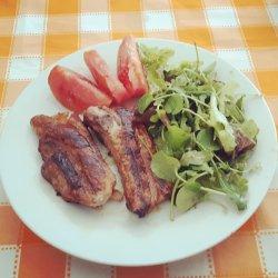 Entrecosto grelhado com salada