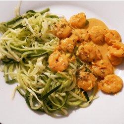 Esparguete de courgette com caril de camarão