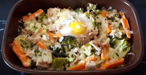 Couve-flor, couve romanesca e bróculos gratinados com atum e ovo